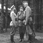 Николай II, В. Фредерикс и Вел. Кн. Николай Николаевич в Ставке