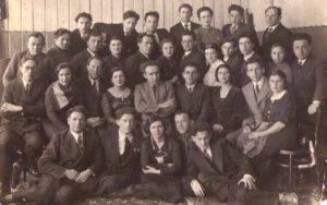 Коллективный снимок артистов Биробиджанского еврейского театра - 1934 год.